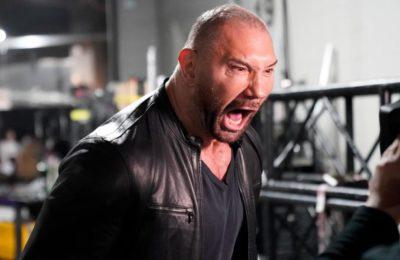 Dave Bautista revient sur la WWE : brut, il ruine l'anniversaire de Ric Flair