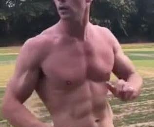 Chris Hemsworth poste une photo d'entraînement démente alors qu'il se prépare pour Thor 4.